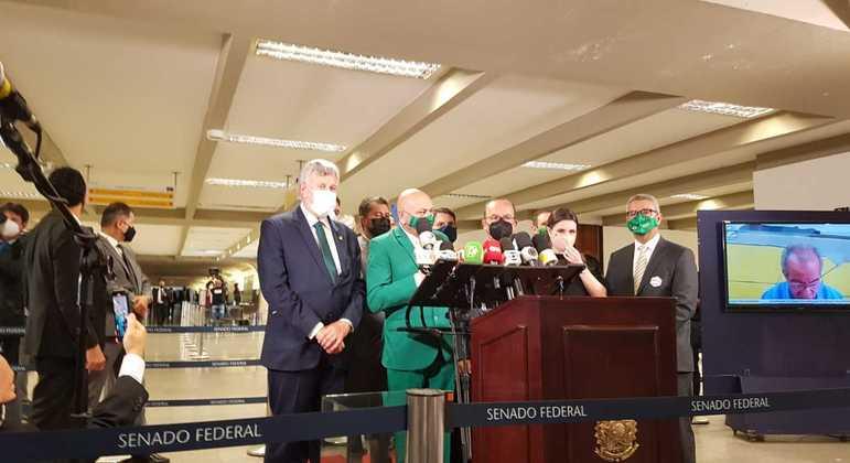 O empresário Luciano Hang ao chegar ao Senado para depoimento à CPI da Covid nesta quarta-feira (29)