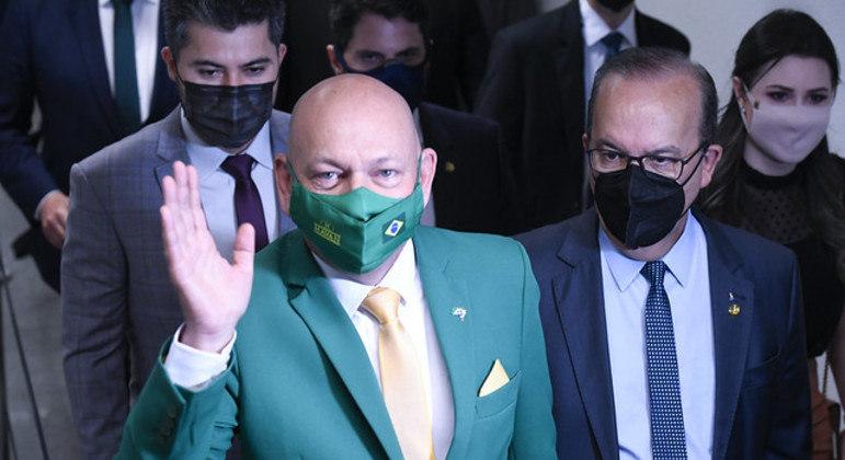 Empresário Luciano Hang presta depoimento à CPI da Covid nesta quarta-feira (29)