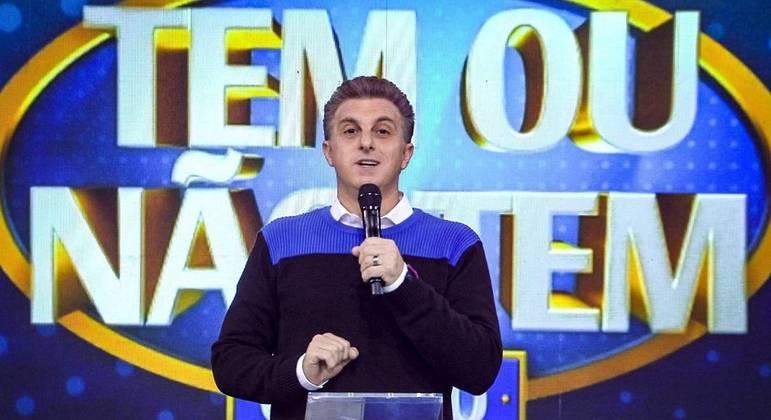 Globo tenta acelerar trabalhos para Luciano Huck estrear no primeiro domingo de setembro