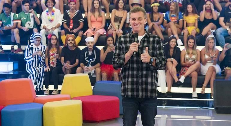Luciano Huck vai renovar com a Globo e continuar apresentando seu programa