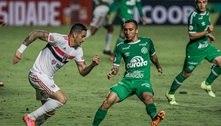 São Paulo tem expulso, leva empate da Chapecoense e continua mal