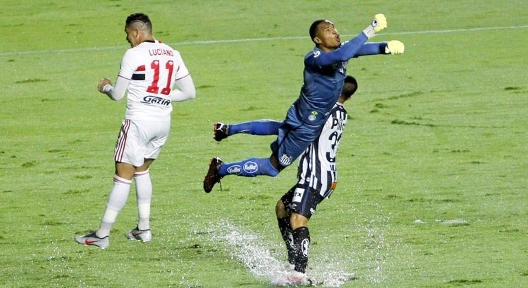 São Paulo goleou o Santos, sem dificuldades, no Morumbi. 4 a 0 foi pouco