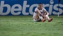 São Paulo volta a falhar pelo alto e perde do líder Atlético-GO por 2 a 0