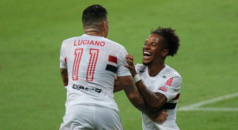 Luciano e Tchê Tchê fizeram os gols da vitória do São Paulo sobre o Grêmio