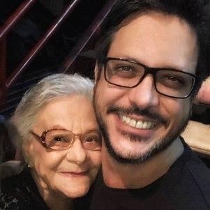 Ator homenageou a avó, que morreu nesta quinta-feira (22)