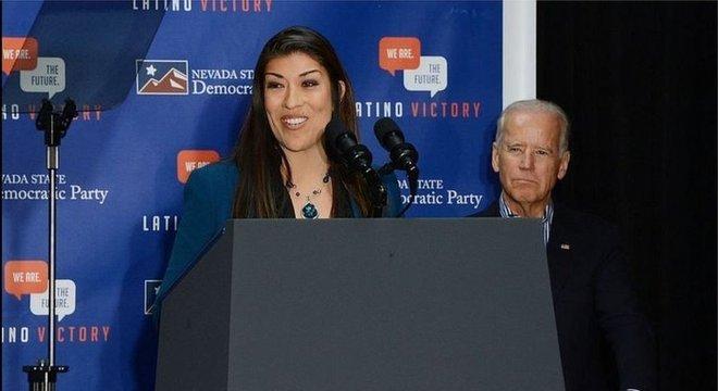 Lucy Flores acusou Joe Biden de ter agido de forma imprópria com ela