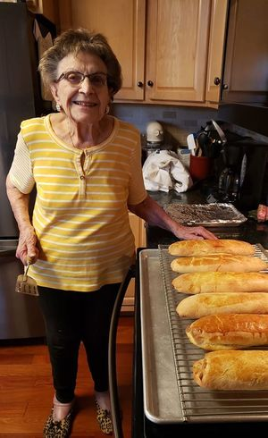 Lucy divide sua experiência com pães e demais receitas de forno