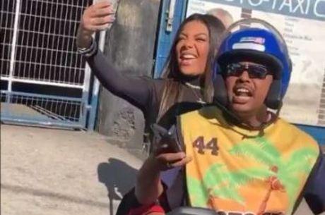 Cantora compartilhou momento nas redes sociais