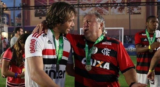 Lugano e Zico conversam após partida na Florida Cup