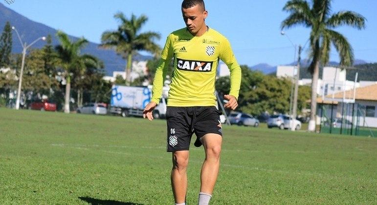 Luidy treinando no Figueirense. Mas com contrato com o Corinthians