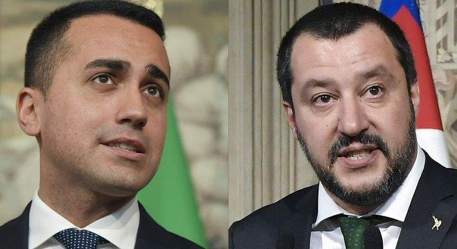 Os líderes do Movimento 5 Estrelas, Luigi Di Maio (à esq.), e da Liga, Matteo Salvini
