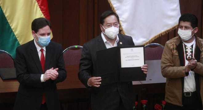 Luis Arce Catacora e David Choquehuanca receberam diploma nesta quarta (28)