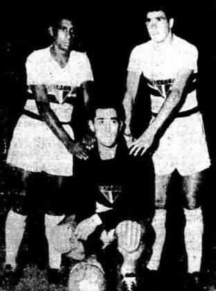 Luís Carlos Bonelli - O goleiro (agachado na foto), atuou pelo São paulo em 1956 e 1957. Fez 52 jogos com a camisa do Tricolor.