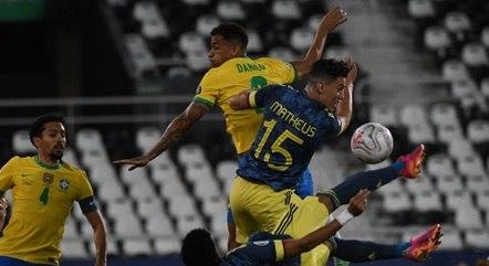 De voleio, Díaz fez um gol espetacular