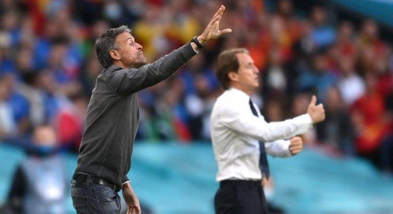 Luís Enrique e Mancini, na lateral do gramado de Wembley
