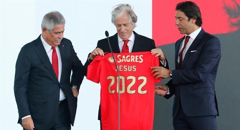 Luis Felipe Vieira (esq.) foi um dos responsáveis pela volta de Jorge Jesus (centro) ao Benfica