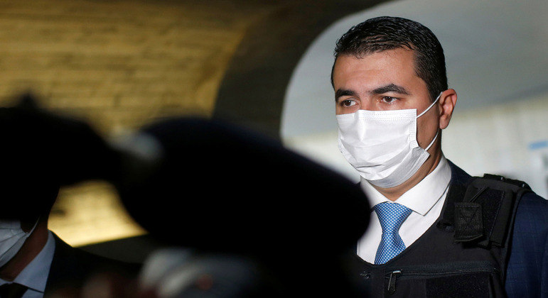 Luis Miranda chega com colete à prova de balas para depor à CPI da Covid