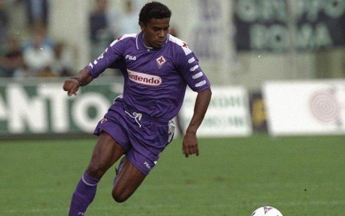 Luis Oliveira atuou muito pouco no Brasil e logo foi para a Bélgica. Após sete anos, naturalizou-se e atuou na Copa de 98. No total, foram 31 jogos e sete gols marcados com a camisa belga