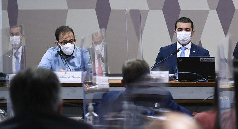 Os irmãos Luis Ricardo (esq.) e Luis Miranda durante depoimento à CPI da Covid