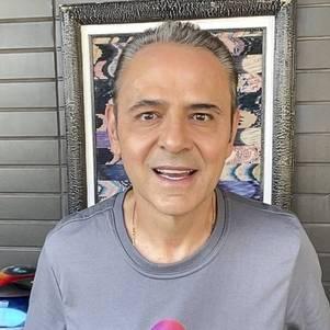 Luís Roberto, de novo, no samba
