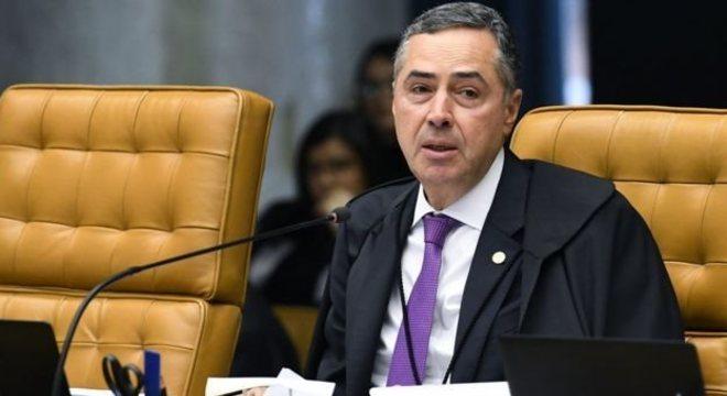 """""""É possível o uso de assinatura eletrônica (...) para apoiamento à criação de partido político, desde que haja prévia regulamentação pelo TSE"""", disse o ministro Luís Roberto Barroso."""