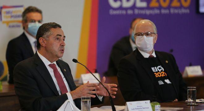 Luís Roberto Barroso, presidente do TSE, comemorou resultado das eleições