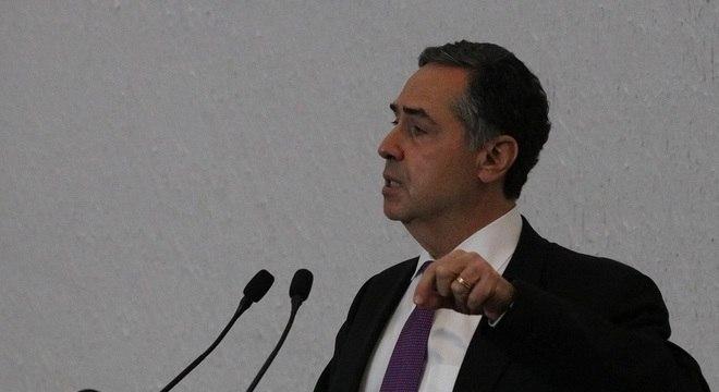 """Para Barroso, existe um """"outro vírus que ronda as eleições"""""""