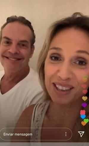 Luisa faz live ao lado do marido