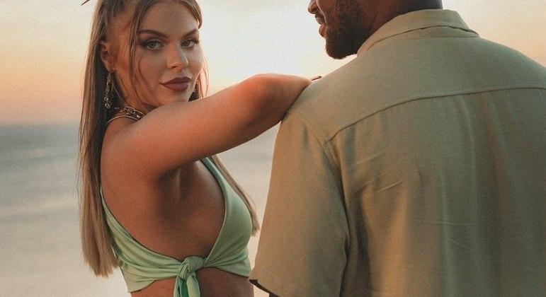 """Luísa Sonza sensualiza com Thiaguinho no clipe """"Cansar Você"""""""