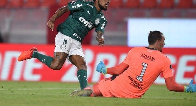 Luiz Adriano marcou o segundo gol, em um contragolpe fulminante