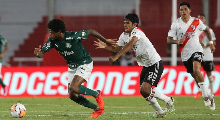 Luiz Adriano começa a arrancada impressionante, que terminou no segundo gol do Palmeiras