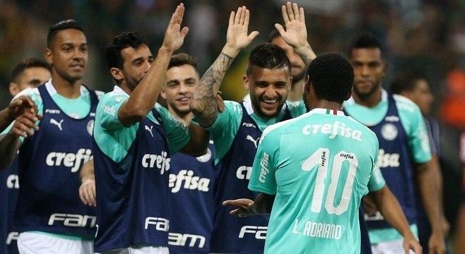 Luiz Adriano teve uma noite de festa contra o lento, escancarado Fluminense