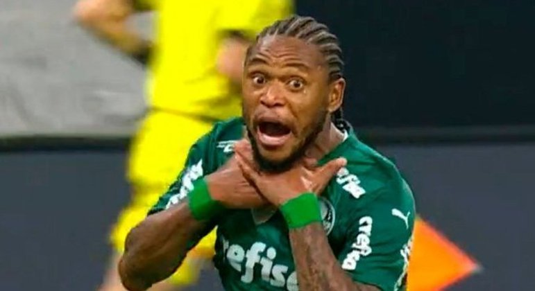 Luiz Adriano comemorou seu gol imitando o 'vapo' de Gerson, do Flamengo