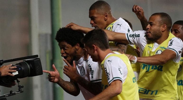 Luiz Adriano celebra. Os jogadores sabiam da obrigação de eliminar o América