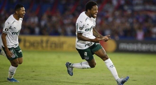 Luiz Adriano fez o gol que abriu caminho para a vitória do Palmeiras