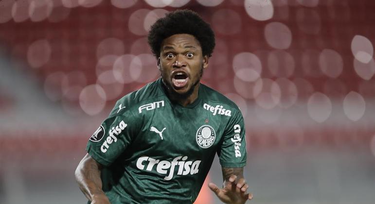 Luiz Adriano fez um belo gol na vitória do Palmeiras sobre o River