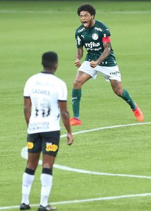 Luiz Adriano marcou dois gols