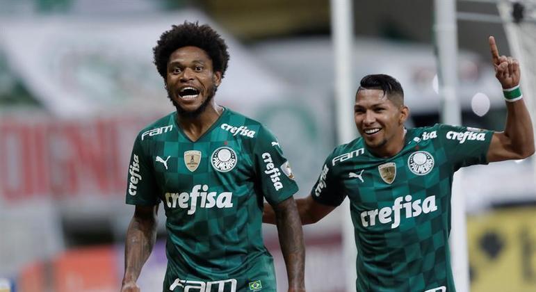 Luiz Adriano e Rony comemoram gol em goleada do Palmeiras na Libertadores