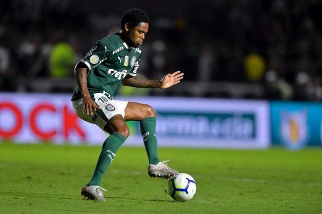 Luiz Adriano tem dois gols marcados em 11 jogos pelo Palmeiras no Paulista. Tem apenas 0,2 gol/jogo e uma média de 1.3 finalização. No total, foram sete chances perdidas, com  14,2% de chances convertidas em gol.