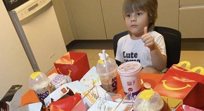 """""""Mãe, nem veio o minion dourado"""", reclamou Luiz Antonio, de 3 anos"""