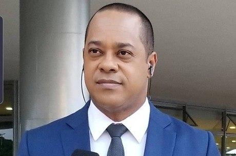 Jornalista Luiz Fara Monteiro, da Record TV, mediou conversa