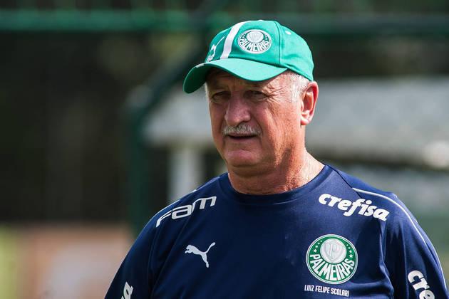 Luiz Felipe Scolari, identificado com o rival Palmeiras, também está desempregado desde que saiu do clube, em 2019. Ele tem na mala títulos da Libertadores, Brasileiros, estaduais, Mercosul, Copa do Brasil e uma Copa do Mundo, em 2002