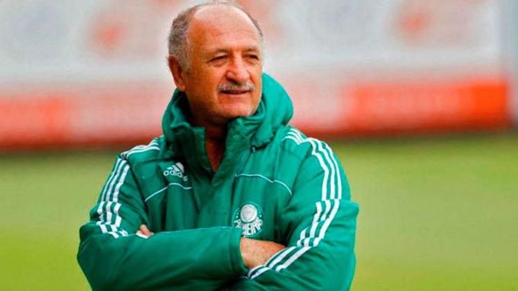 Luiz Felipe Scolari já foi treinador do Palmeiras em três passagens diferentes. Na primeira delas, que durou de 1997 a 2000, conquistou a Copa do Brasil de 1998 e a Libertadores de 1999. Na segunda vez, de 2010 a 2012, ganhou a Copa do Brasil de 2012. E na última das passagens, de 2018 a 2019, faturou o título de campeão brasileiro de 2018.