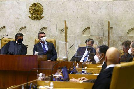 Ministro Luiz Fux ao lado do presidente Bolsonaro