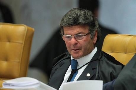 Ministro Fux revoga auxílio-moradia para juízes