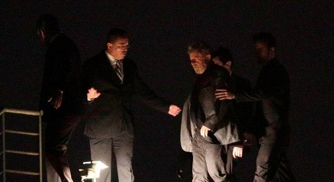 Relator do processo revoga pedido e mantém Lula preso