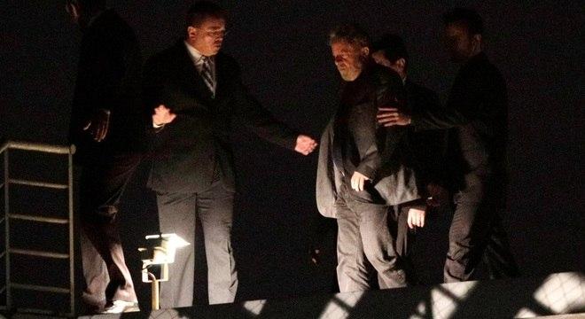Lula chegou ontem, por volta de 22h30, à sede da PF em Curitiba