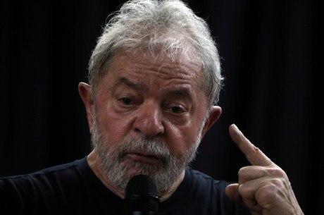 Defesa também pede que Lula seja posto em liberdade