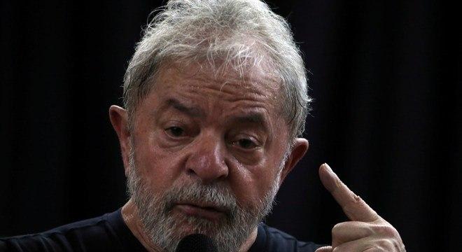 Justiça autorizou a transferência do ex-presidente para SP nesta quarta-feira