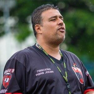 Luiz Souza tem também uma ONG para ajudar atletas no futebol feminino